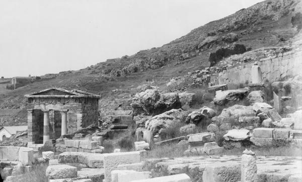 Heiligtum mit Schatzhaus der Athener, Delphi. Fotograf unbekannt. D-DAI-ATh-Delphi-0035. © DAI Athens